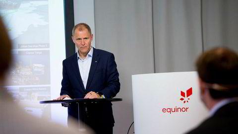 – Vi har sett på disse tallene, knadd på dem og vurdert dem over uker, og det vi ser, er at vi leverer stabil produksjon, sier Equinors finansdirektør Lars Christian Bacher i forbindelse med presentasjonen av tallene for andre kvartal.
