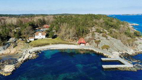 Rederarvingen Andreas Ove Ugland fikk 30 millioner kroner for Vragviga (bildet) utenfor Grimstad i 2015. Nå er krafttraderen Einar Aas tvunget til å selge strandeiendommen.