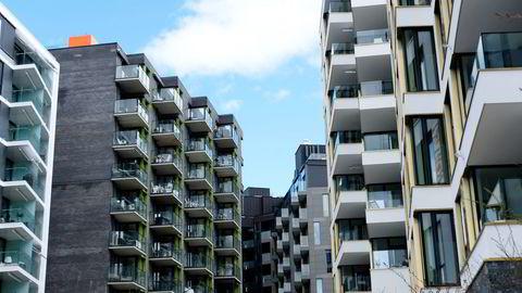 Vekst etter dupp. Boligprisene kan komme til å falle i resten av 2016, men neste år er det forventet vekst. Her er boliger på Tjuvholmen i Oslo.                    Foto: Per Ståle Bugjerde