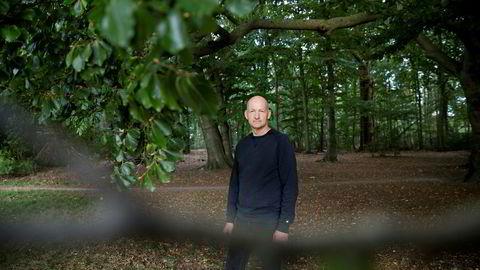 Krimprodusenten. Søren Sveistrup, manusforfatter og produsent, har blant annet skrevet tv-serien «Forbrytelsen». Nå er han aktuell med sin første krimroman, «Kastanjemannen», som allerede er solgt til 30 land.