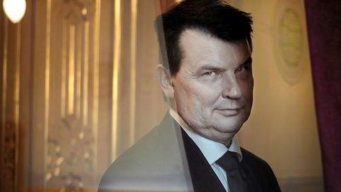 Den hjemvendte. For første gang på 25 år skal Tor Mikkel Wara delta på Fremskrittspartiets landsmøte. I løpet av den perioden har han meldt seg ut av partiet og inn igjen. Nå er landsmøtet spent på hva han pønsker på