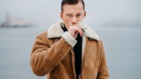 Blodprinsen. Realitydeltager og forfatter Henrik Elvejord Borg har tatt navnet etter sigarettmerket han røyker, Rød Prince. På underarmen har han tatovert en sneip, en bok, briller og et glass med whiskey.