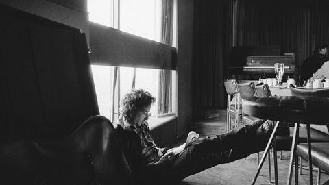 Den nye Dylan. Hva skriver han her, «Tangled Up in Blue», «Idiot Wind» eller «Shelter From The Storm»? Klassikeren «Blood On The Tracks» viser seg fra nye sider i den ferske Bootleg Series-utgivelsen.