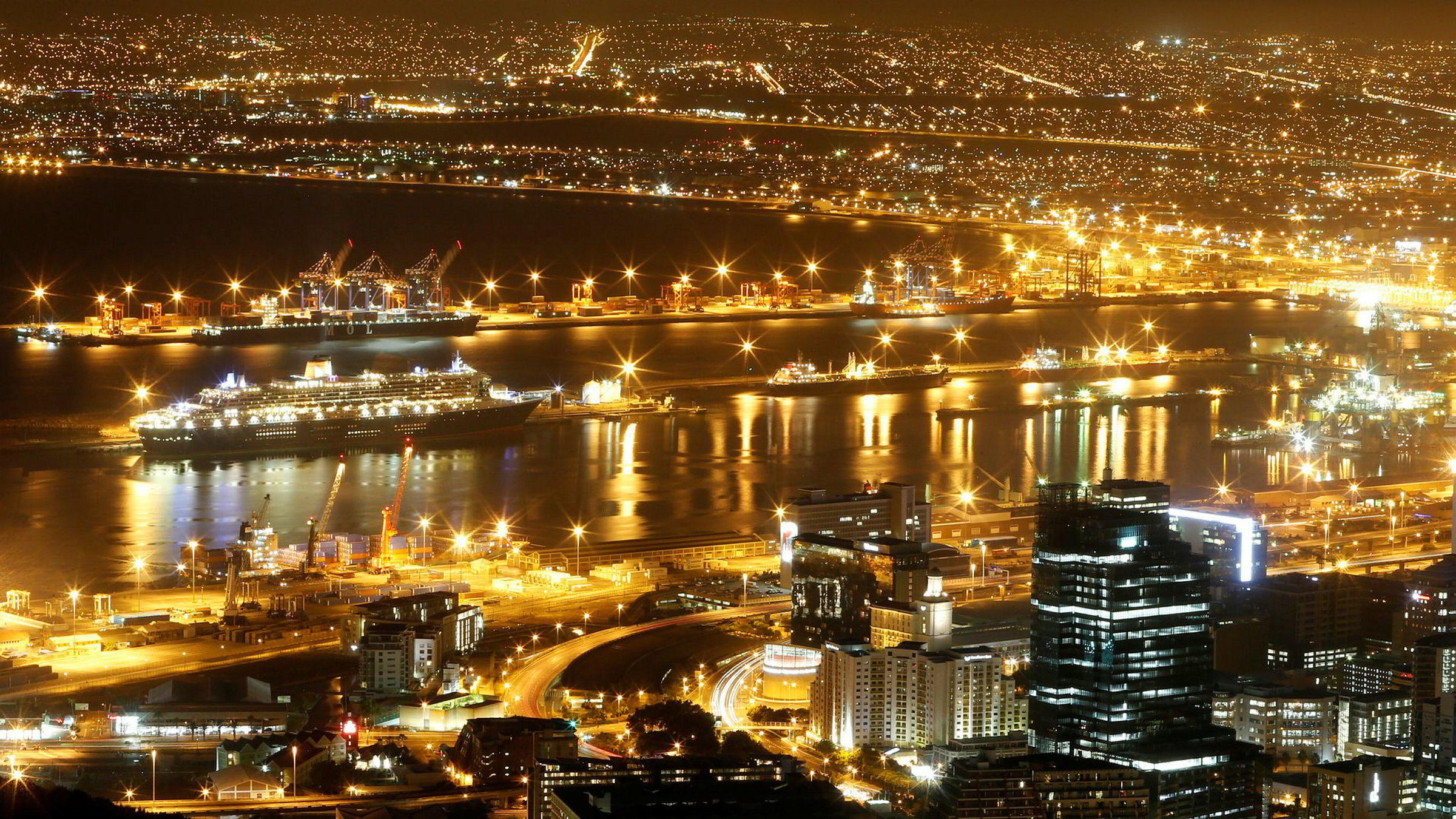 Cape Town er i ferd med å miste vannforsyningen på grunn av årelang tørke. Bildet viser havnen i millionbyen.