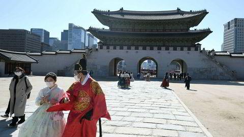 Over 600 personer er smittet av koronaviruset i Sør-Korea – mer enn en 20-dobling på under en uke. Dødsfallene øker og frykten øker for en fortsatt spredning. – De neste dagene vil bli avgjørende, sier president Moon Jae-in.