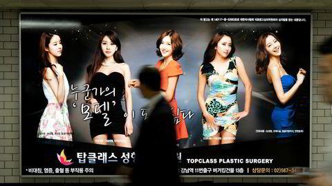 Plastikkhovedstaden. Nei, det er ikke en ny k-pop-gruppe som introduseres for publikum, men reklame for plastisk kirurgi i Seoul i Sør-Korea.