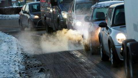 Det blir stadig færre biler som slipper ut eksos i Norge.