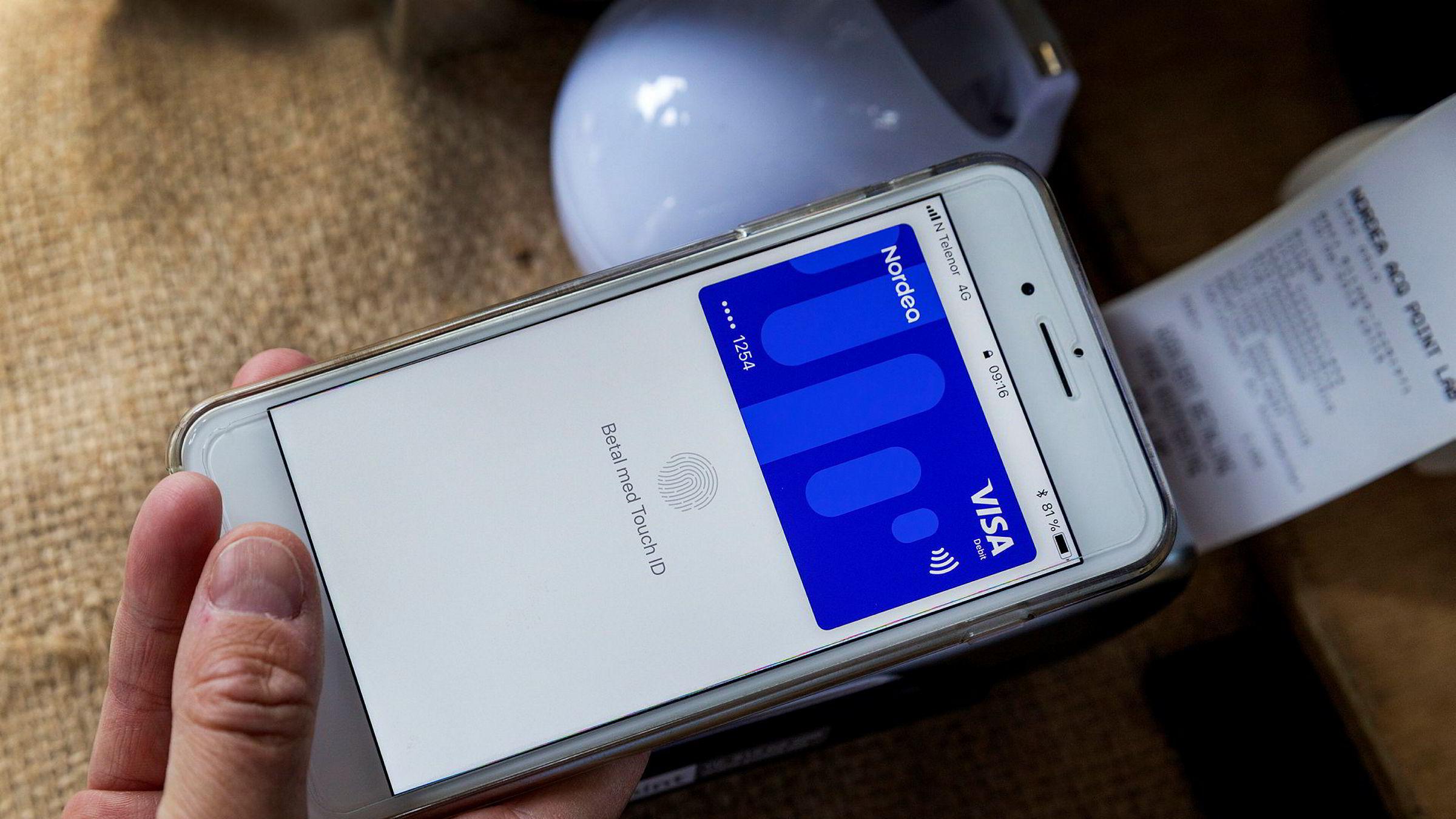 Det er ikke hipp som happ om norske forbrukere anvender Apple Pay eller Vipps til å betale. Det er det tre årsaker til, skriver artikkelforfatteren.