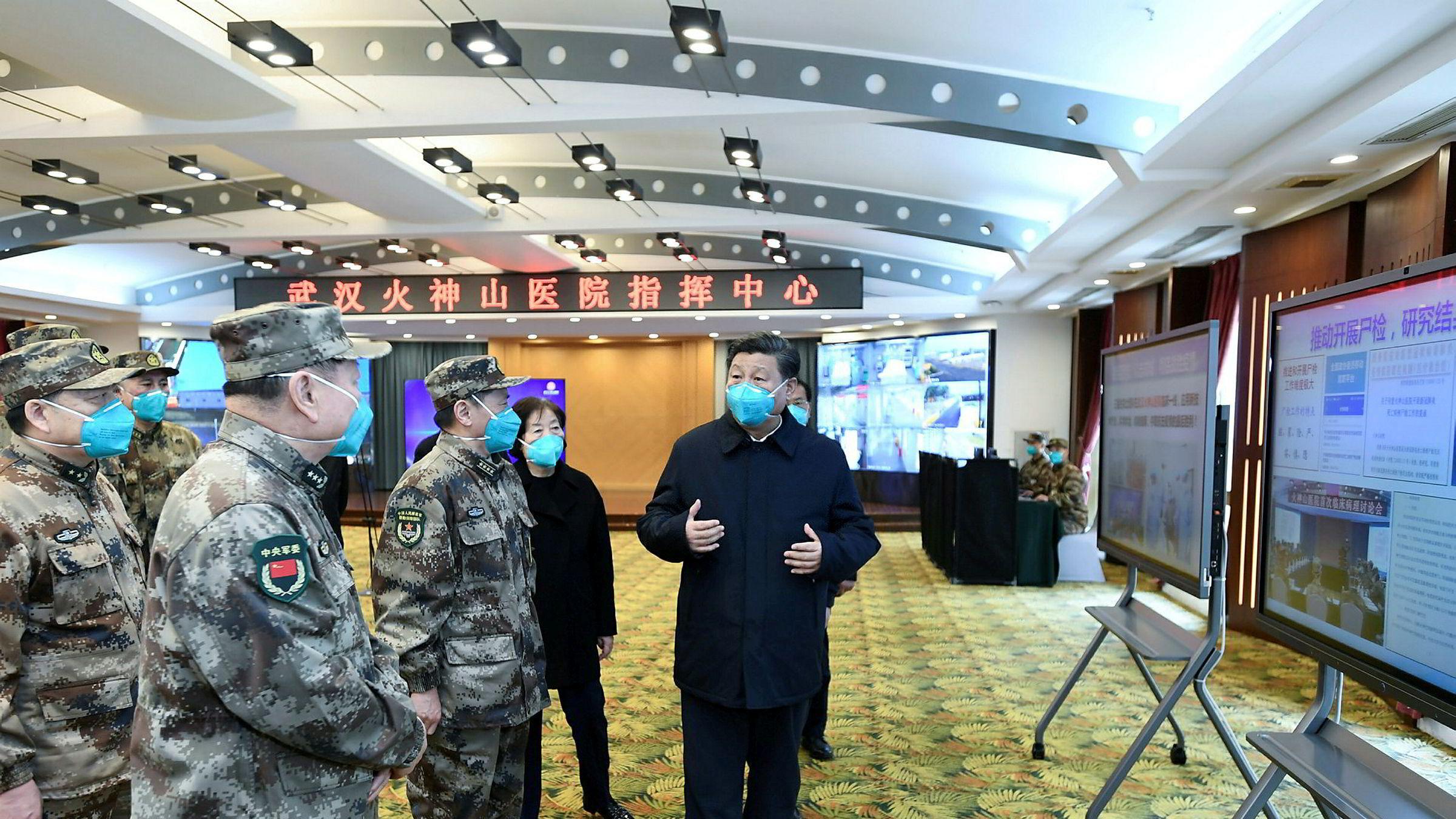 Kinas president Xi Jinping på besøk i Wuhan som ledd i en diplomatisk offensiv.