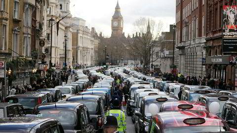 Uber får ikke lov til å kjøre mer i London. I 2016 blokkerte London-taxier gatene i protest mot konkurransen fra London.