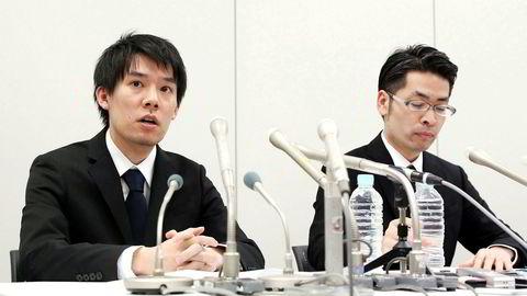 Coincheck-sjef Koichiro Wada (til venstre) bekrefter at kryptobørsen har mistet flere milliarder kroner grunnet hacking.