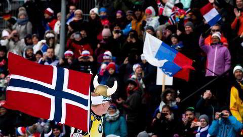 Skiskytter Johannes Tingnes Bø vant i Holmenkollen i 2019. Byrådslederen i Oslo vil ikke ha noen reprise i år.