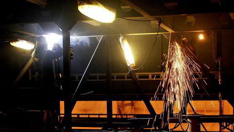 Bedring for norske industribedrifter, men PMI-indeksen indikerer fortsatt lavere aktivitet.