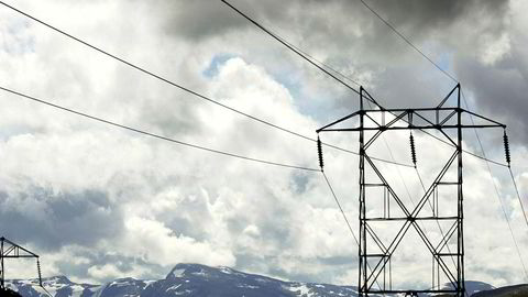 Elektrisitet er billigere her enn på kontinentet, og når vi selger vår billige strøm til andre land i Europa, kan vi tjene gode penger, skriver Sondre Hansmark i innlegget.