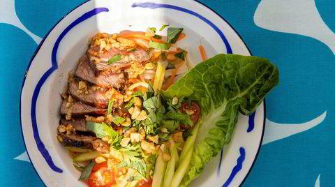 Thailands fyrverkeri. «Gråtende tiger», en salat med biff (her entrecôte), umoden mango og et fyrverkeri av en dressing.
