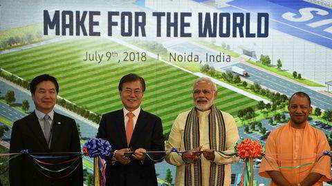 Samsung åpnet nettopp verdens største smarttelefonfabrikk like utenfor Delhi i India. Snorklippingen ble utført av Sør-Koreas president Moon Jae-In og Indias statsminister Narendra Modi.