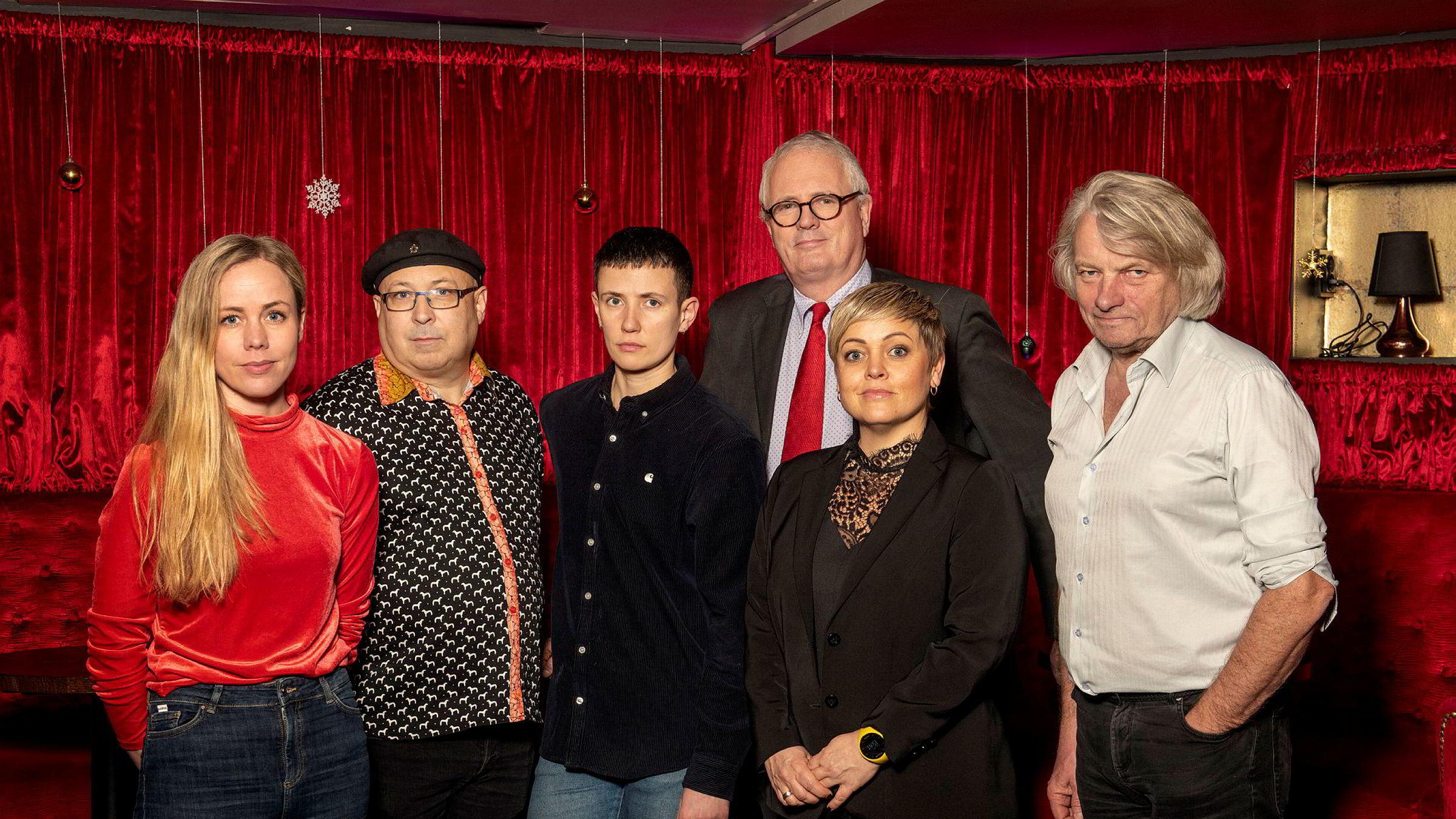 Seks av de ti i juryen, fra venstre: Elin Sofye Rabbevåg, Magne Fonn Hafskor, Josefin Winther, Torstein Selvik, Marita Andresen og Jan Eggum.