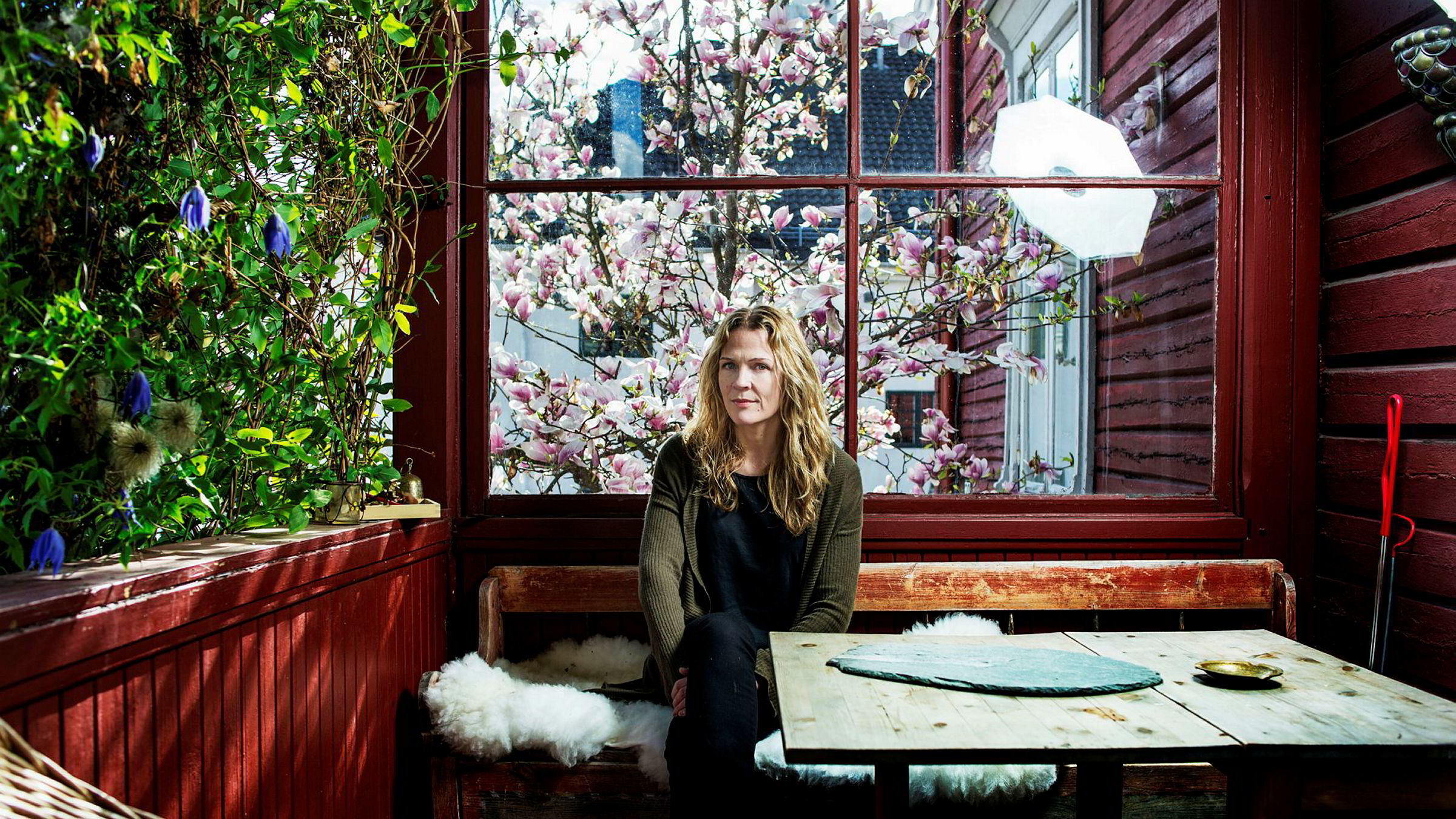 Journalist og forfatter Åsne Seierstad, avbildet i hjemmet sitt på Frogner i Oslo, som hun nå har solgt for over 40 millioner kroner.