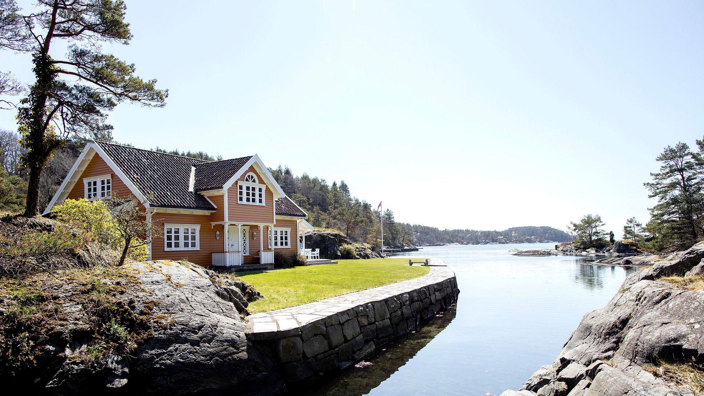Ringøen-familiens landsted på egen øy i Høvåg ble solgt for 15,5 millioner kroner onsdag ettermiddag.