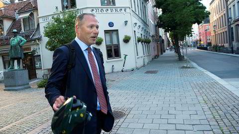 Oljefondssjef Nicolai Tangen slipper nå å sette alle pengene i banken. Norges Bank har bestemt at han kan plassere deler av midlene i statsobligasjoner.