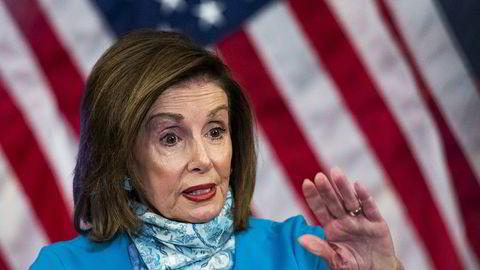 Demokratenes leder i Representantenes hus, Nancy Pelosi, la tirsdag fram et forslag til ny krisepakke. Den er på over 30.000 milliarder kroner.
