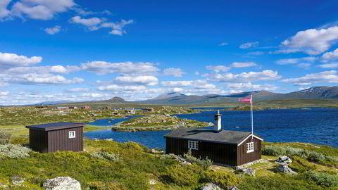 Den enkle hytta som ligger nord for Beitostølen hadde en prisantydning på 1,9 millioner kroner.