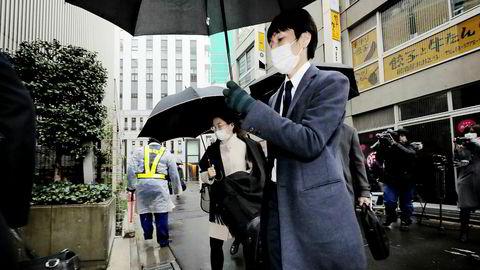 Representanter for det japanske finanstilsynet etterforsker hvordan hackere klarte å bryte seg inn hos den digitale valutabørsen Coincheck og stikke av med 4,1 milliarder kroner i digitale mynter.