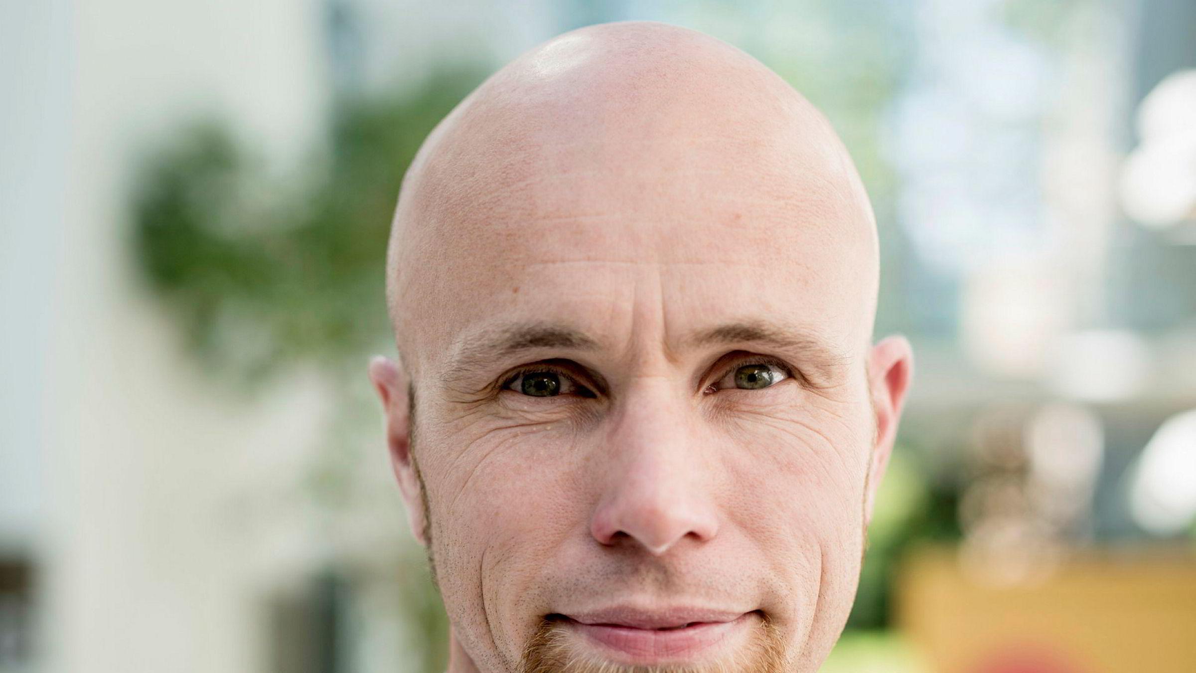 Kirurg Karl Iver Hanvold (43) solgte alle sine Norske Skog-aksjer bare timer før långiverne tok kontroll. - Jeg hadde flaks, sier Hanvold.