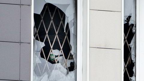 Åstedet for brannen på sykehuset St. George i St. Petersburg undersøkes etter at fem covid-19-pasienter er døde, fire av dem var fremdeles koblet til respirator. Det undersøkes om plutselig og eksplosjonsartet brann i en ny modell kan ha forårsaket brannen.