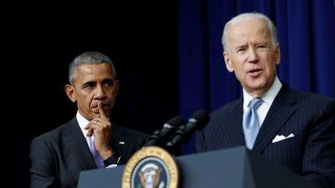 Barack Obama og Joe Biden i 2016, da de var henholdsvis president og visepresident. Tirsdag samlet de sammen inn 7,6 millioner dollar, tilsvarende drøyt 73 millioner norske kroner, til Bidens presidentkampanje.