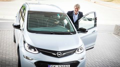Bernt G. Jessen slutter som sjef i Opel Norge. Her med den elektriske bilen Opel Ampera-e, som grunnet leveringsproblemer nok ikke ble den suksesshistorien som Jessen håpet på.
