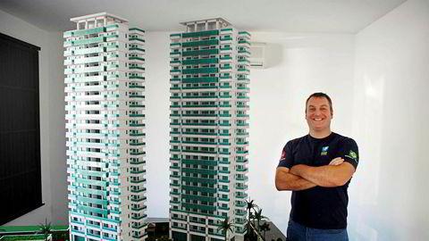 Andre Stenseng Aalen, hans bror og foreldre er saksøkt av tre investorer som mener seg svindlet etter investeringer i Brasil. Bildet er fra facebooksiden til Brasil Invest.