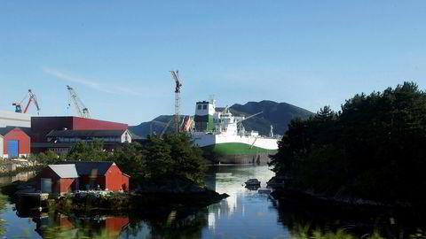 Norsk sjømannsforbund går hardt ut mot norske rederier som bruker utenlandsk arbeidskraft. Her fra et skipsanlegg utenfor Florø.
