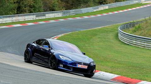 Tesla-aksjen går som en kule. Her en Tesla Model S på Nürburgring i Tyskland.