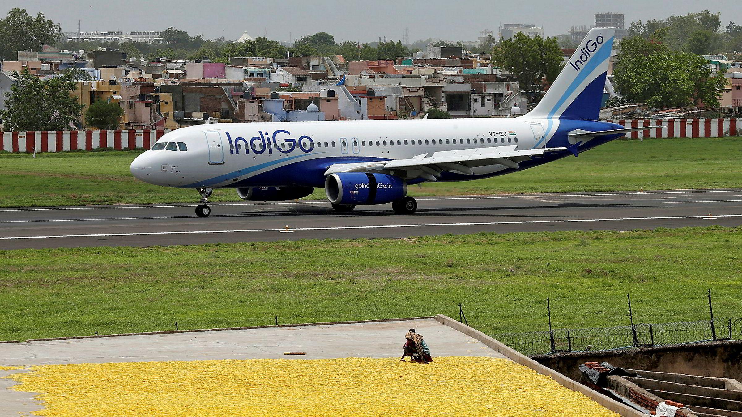 Det indiske lavprisflyselskapet IndiGo har satt inn en rekordstor enkeltordre på Airbus-fly verdt nesten 300 milliarder kroner. Airbus har tatt nesten alt av flykontrakter i Asia i år mens Boeings problemfly 737 Max har stått på bakken.