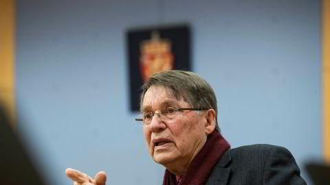 Tidligere biskop Gunnar Stålsett ble i Oslo tingrett torsdag dømt til 45 dagers betinget fengsel og 10.000 kroner i bot for å ha benyttet seg av ulovlig arbeidskraft.
