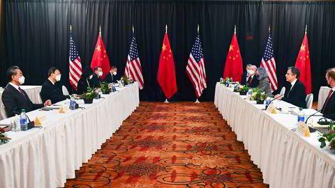 Stemningen ble amper mellom Kinas fremste utenrikspolitiker Yang Jiechi og USAs utenriksminister Antony Blinken under møtet i Alaska i mars.