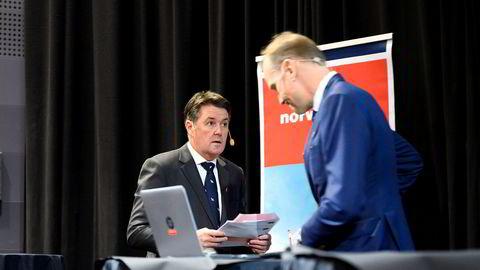 Midlertidig toppsjef Geir Karlsen (til høyre) og styreleder Niels Smedegaard legger frem Norwegians resultat for tredje kvartal 2019.