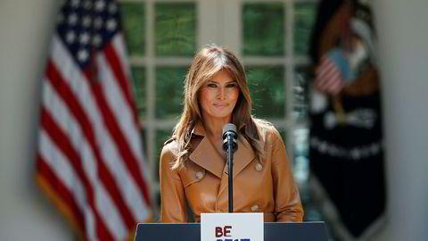 USAs førstedame Melania Trump lanserer sin kampanje i rosehagen utenfor Det hvite hus mandag.