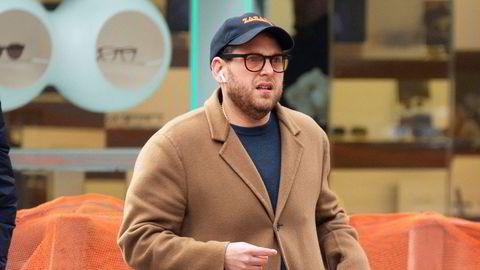 Kamel. Skuespiller Jonah Hill (37) fronter denne måneden det amerikanske magasinet GQs stilutgave. Han har hele veien vist at man kan kle seg elegant og inspirerende selv om man er litt rund. Her i 2018 i New York City.