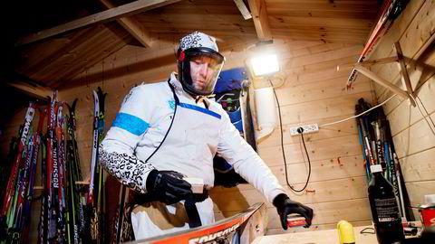Vegard Kvisle i Asker Skiklubb er en av frontfigurene i kampanjen som jobber for et forbud mot skismurning med farlige fluorforbindelser. Kvisle er svært nøye med maskebruk, men blodprøver viser likevel en viss fluorpåvirkning.