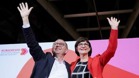 Norbert Walter-Borjans og Saskia Esken overtar som nye ledere i det sosialdemokratiske partiet SPD i Tyskland. Foto: AP / NTB Scanpix