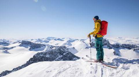 Pigg av! Topptursesongen er godt i gang, utlandet er ennå avlyst, og Norge er full av herlige fjell. Det høyeste av dem alle, Galdhøpiggen, er merkelig underkjent på ski.