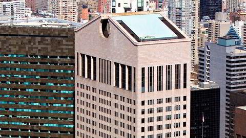 Postmoderne. Det er først og fremst den karakteristiske formen øverst som har gjort Philip Johnsons nesten 200 meter høye skyskraper på Manhattan berømt som et postmoderne monument.