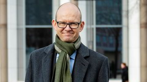 Geir Axelsen, leder av Teknisk Beregningsutvalg og administrerende direktør i Statistisk sentralbyrå, la fredag frem TBUs endelige rapport med et anslag for svært lav prisvekst i Norge i år.