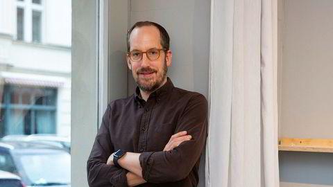 Først Manhattan, så Berlin. Etter et tiår i New York, hvor han opparbeidet seg en transatlantisk kundekrets, flyttet illustratøren Christoph Niemann tilbake til Tyskland og Berlin. Her i sitt kontor, som ligger ut mot gaten i bygården hvor han bor med sin familie.