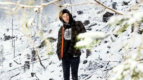 Into the wild. 14. februar kommer det nye albumet til Kvelertak, bandet Ivar Nikolaisen fikk fast jobb i for halvannet år siden. – Forrige gang jeg hadde fast jobb var på Burger King i 1999. Nå vil jeg gå på jobb, gjøre det skikkelig, sier Nikolaisen.