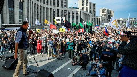 Alexei Navalnyj taler under en demonstrasjon i Moskva 30. april, en protest mot at russiske myndigheter stenger tilgangen til den populære meldingsappen Telegram.