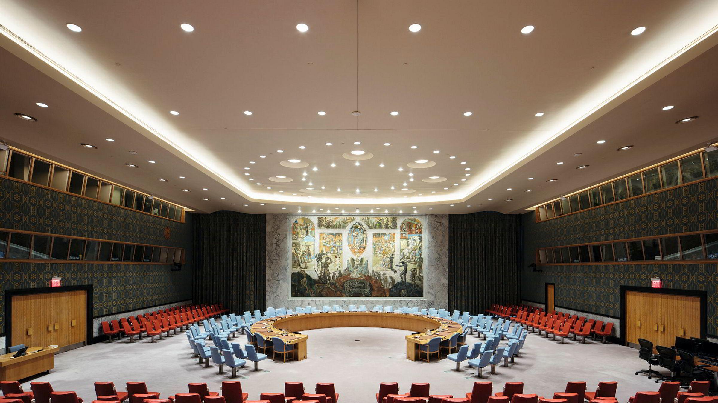 Sikkerhetsrådets sal med Per Krohgs maleri. Foto er hentet fra boken «Sikkerhetsrådets sal - Verdens viktigste rom».