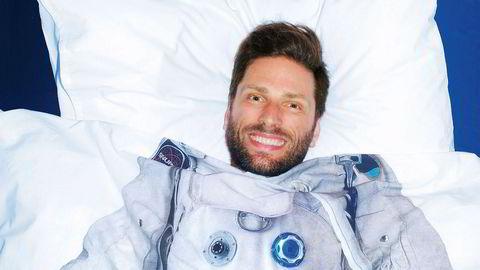 Space disco. Singelen «I Feel Space» fra 2005 ble Lindstrøms første suksess på egne ben og en klassiker på «space disco»- eller «oslodisco»-scenen. Selv foretrekker han begrepet «samtidsdisco».